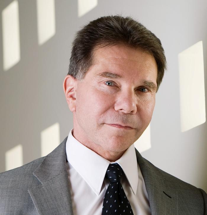 Robert B Cialdini